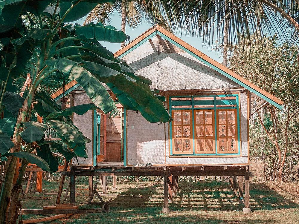 Isole Gili la guida pratica, casetta stile palafitta