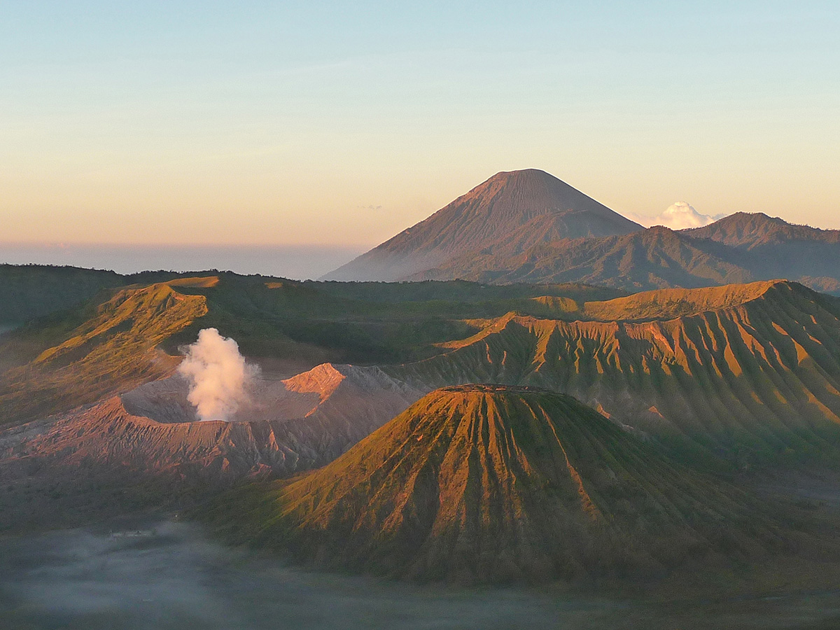 Il vulcano Bromo all'alba a Java. Itinerario in Indonesia: da Java alle Gili.