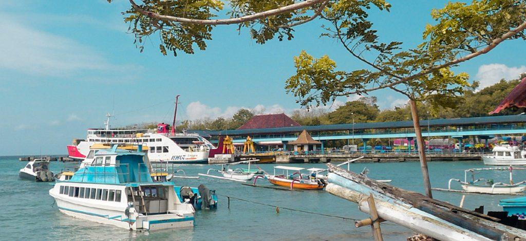 Traghetti e fastboat al porto di Bali