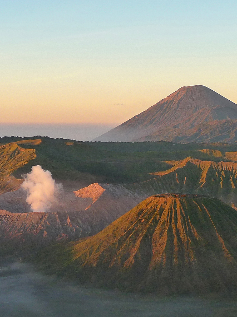 Viaggio In Indonesia. Il vulcano Bromo all'alba a Java