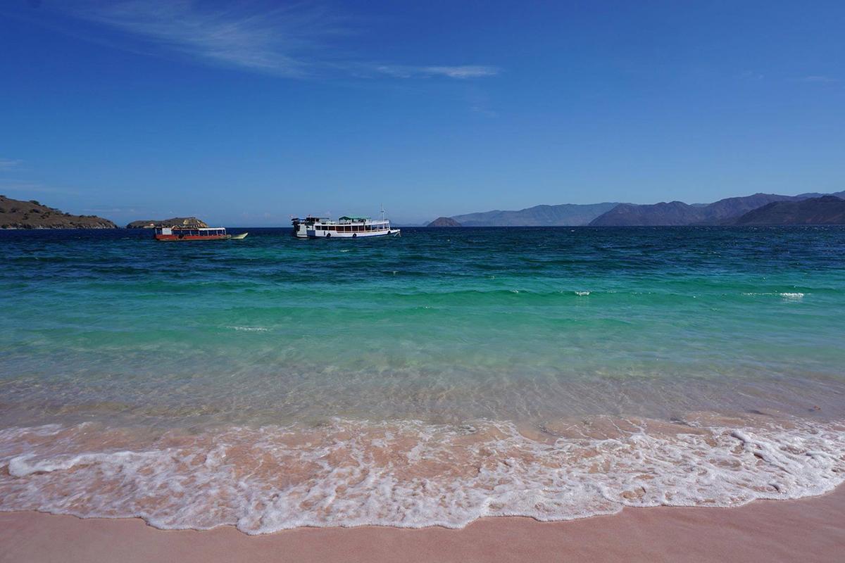 La Pink Beach, la spiaggia con la sabbia rosa