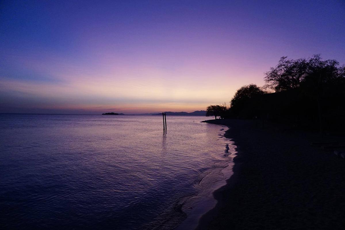 Flores e il Parco di Komodo: alba sull'isola di Seraya