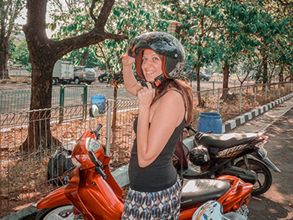 Patente e noleggio scooter e auto per muoversi in Indonesia e a Bali