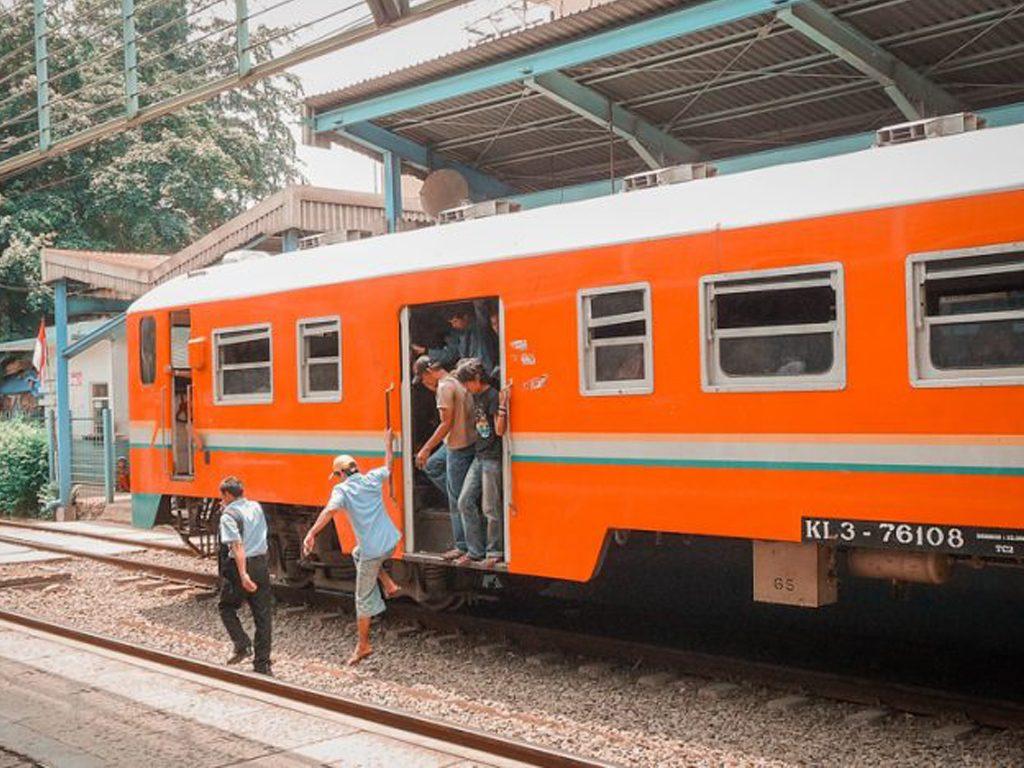 Treni e bus per muoversi in Indonesia e a Bali