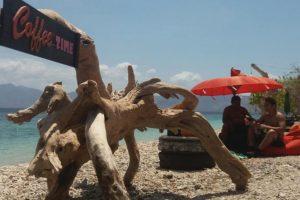 Pantai-sebanjar-bungalow-isola-di-alor-booking-03