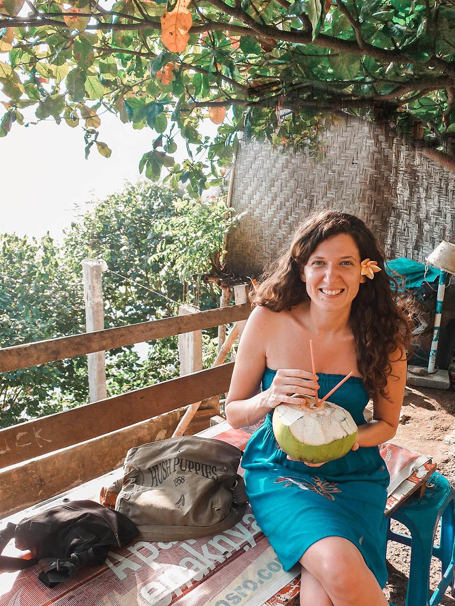 Viaggio In Indonesia. Io che bevo il latte di cocco fresco a Lombok
