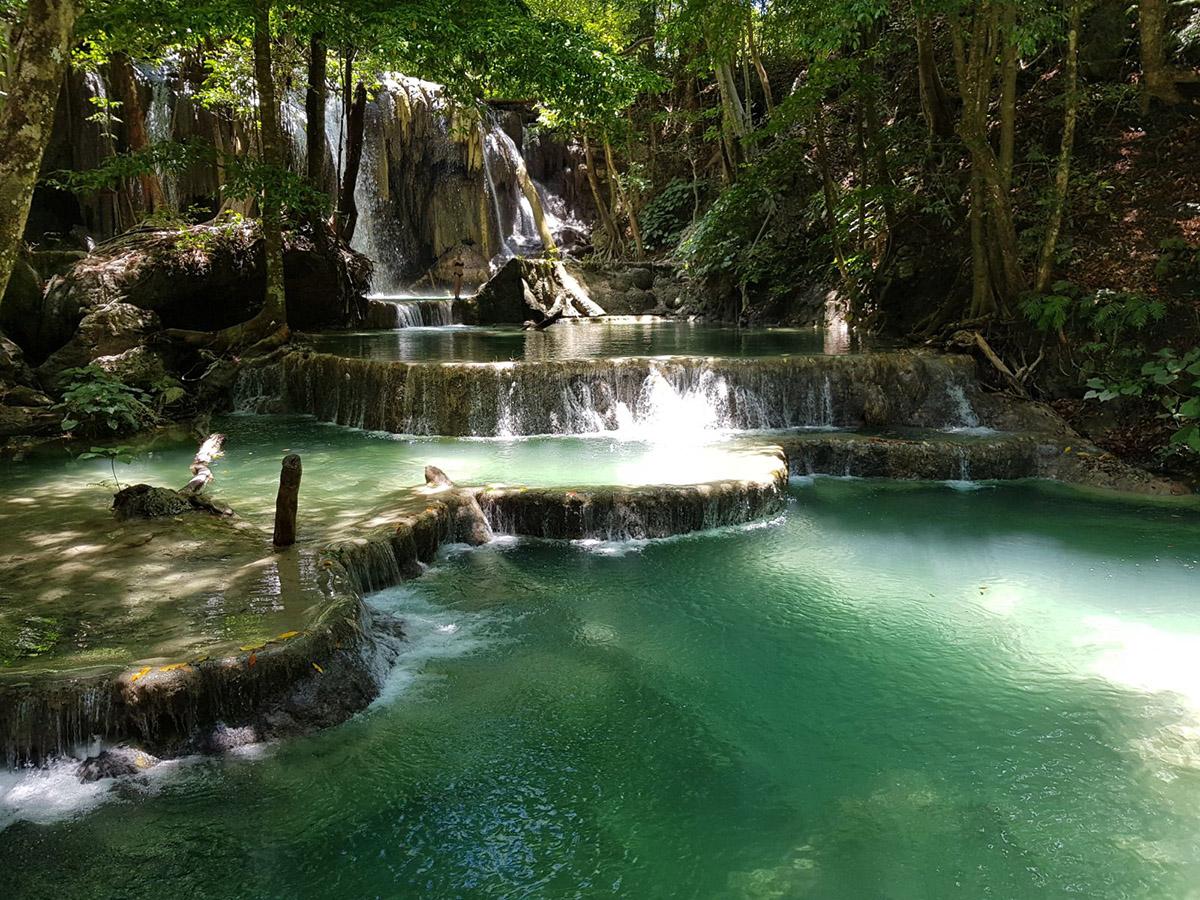 Le cascate di Moyo Island