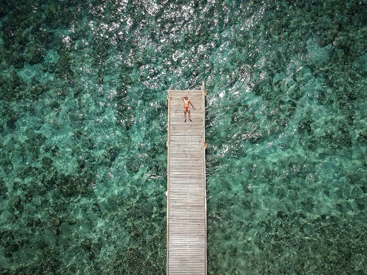 Il pontile del resort di Moyo Island