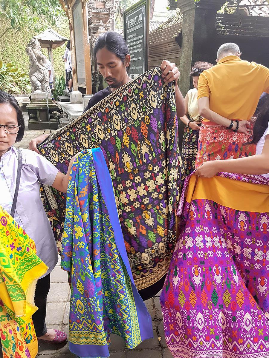 TirTa Empul, i sarong colorati