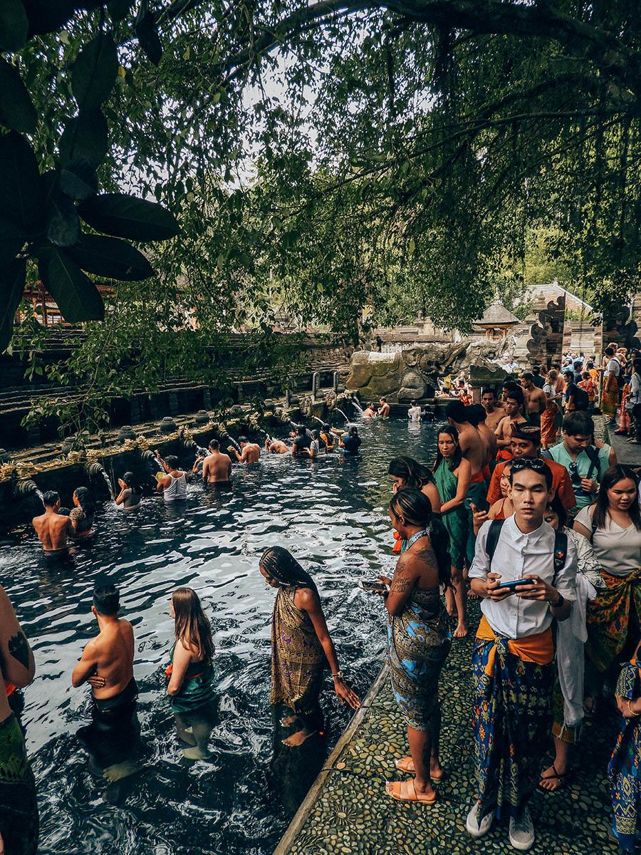 TirTa Empul, fila per il rito purificatorio