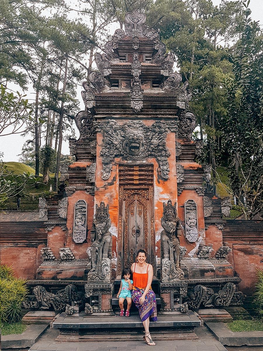 Una delle porte dell'area sacra dedicata al dio Indra