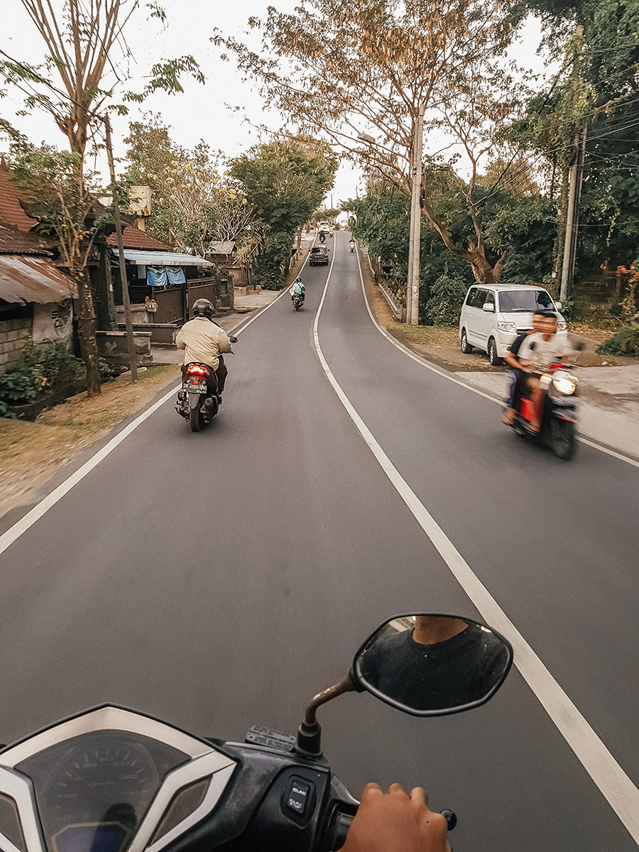 Canggu, le strade in scooter.